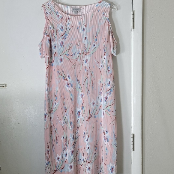 belle sky Dresses & Skirts - NWT Belle Sky Ribble  Floral Dress